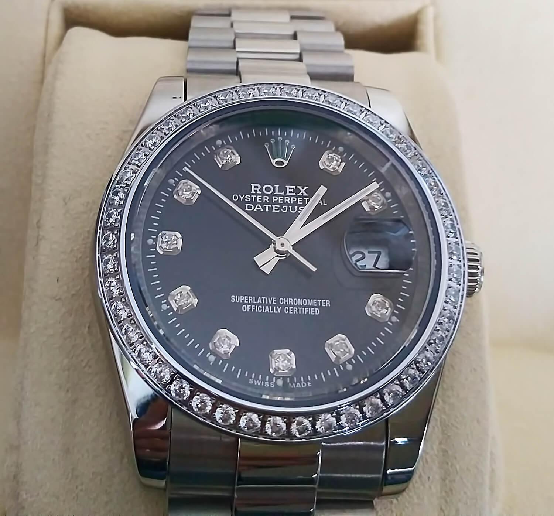 Благодаря использованию сверкающих фианитов вместо часовых меток, циферблат реплики часов Rolex Datejust выглядит по-настоящему эффектно