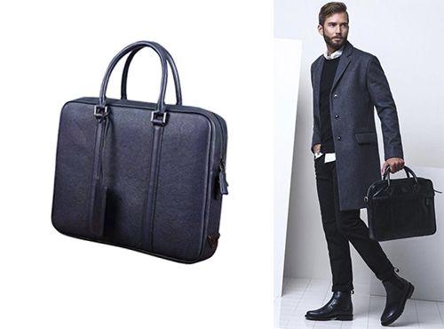 Мужская сумка от Prada синего цвета