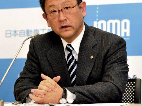 На руке Акио Тойода, президента Toyota, часы от Patek Philippe Calatrava