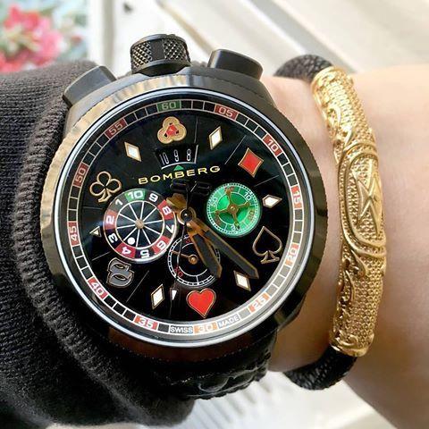 Часы Бомберг на руке