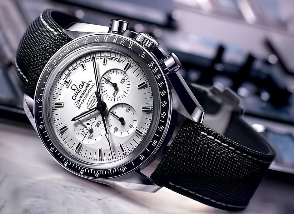 Часы на кожаном ремешке Оmega Speedmaster Moonwatch Professional