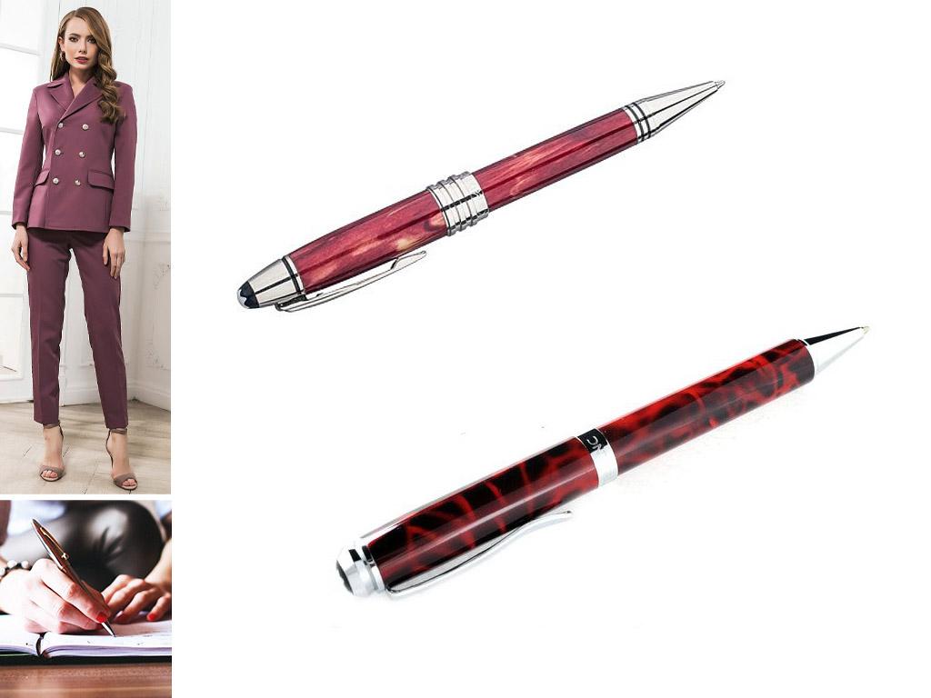 Фирменные ручки красного цвета с логотипом