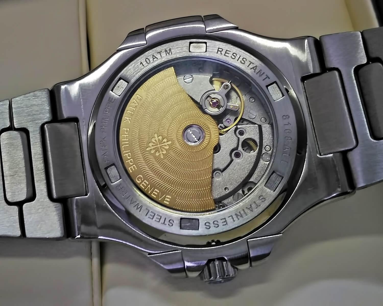 Оборотная сторона корпуса часов Patek Philippe Nautilus