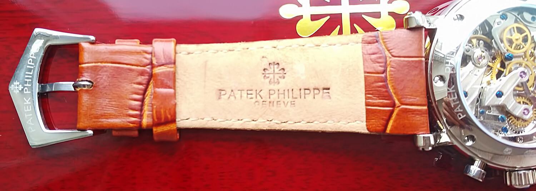 Копия часов Патек Филипп оснащена кожаным ремешком, который фиксируется на запястье классической застежкой