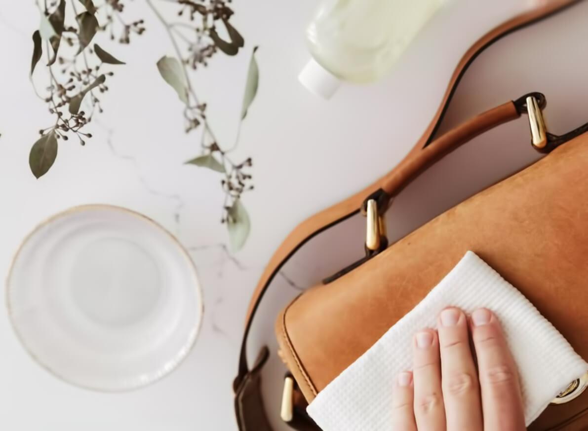 Средства для чистки замшевой сумки
