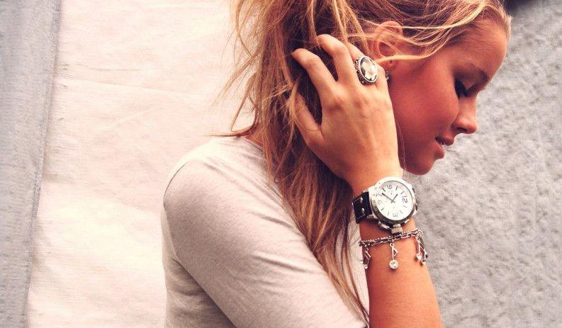 Крупные часы - для стильных девушек