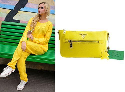 Желтый клатч Prada