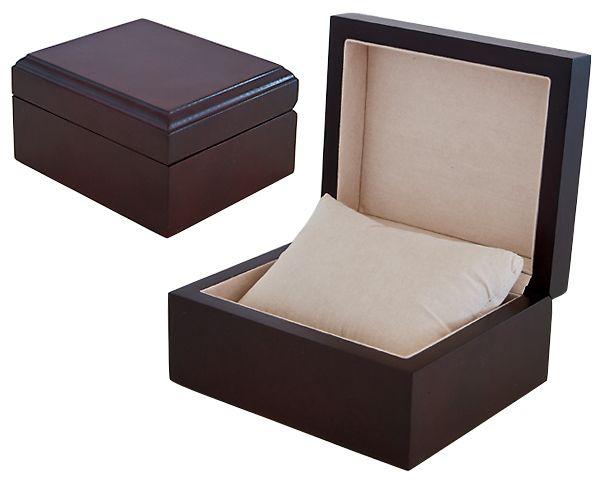 Полированная коробка из цельного дерева с лаковым покрытием