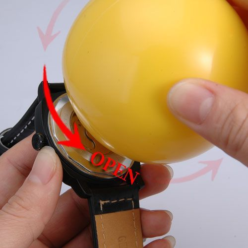 Открываем наручные часы мячиком