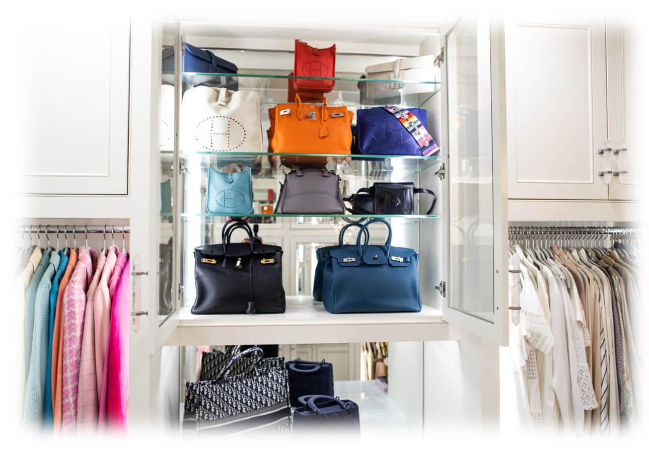 Коллекция сумок в гардеробной