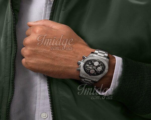 Часы Breitling Avenger Avenger II
